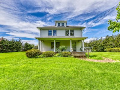 Photo for Updated Victorian home with private pool, expansive backyard