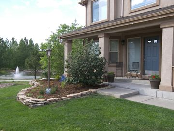 Beautiful Home on Waters Edge Park and Pond and LaForet Trail!