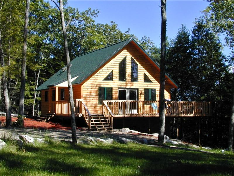 Lakefront chalet kayaks coastal lakefront cottage with for Waterfront cottage