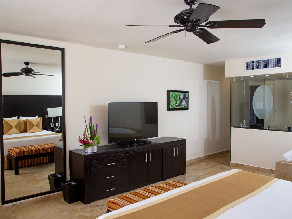 Fantastic Luxurious Ocean Front Suite  Family or Friends Vacations