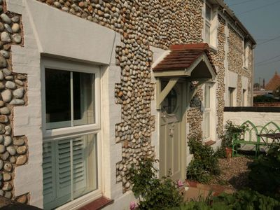 Photo for Dolphin Cottage - sleeps 6 guests  in 3 bedrooms