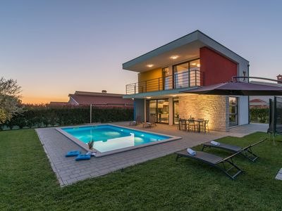 Photo for Modern villa with private swimming  pool and spacious garden !