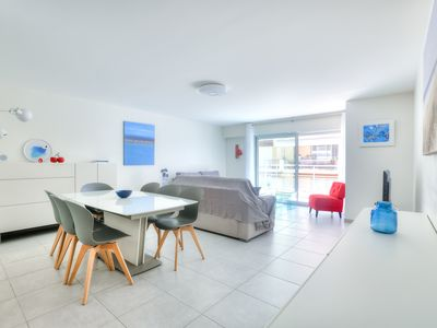 Photo for Spacious apartment 5 min. walk from the sandy beaches in Antibes
