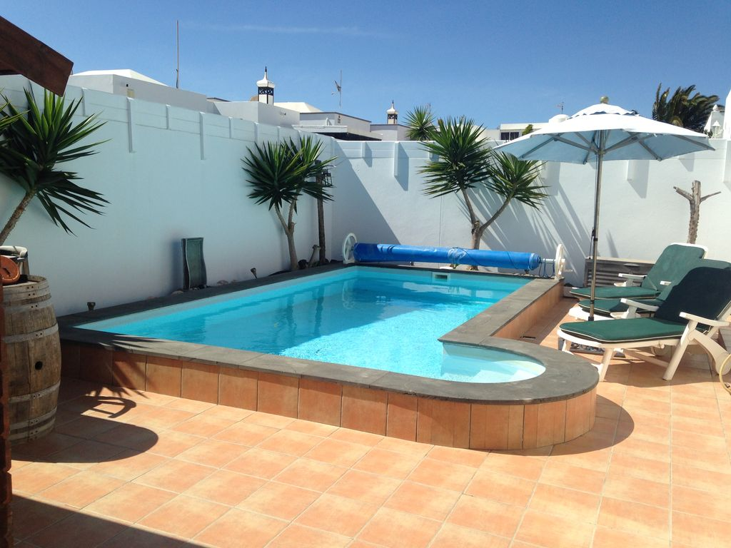 Walk-in heated swimming pool, Very private,garden not overlooked, WIFI & UK  TV. - Costa Teguise