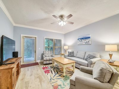 Photo for Relaxing retreat in the heart of Forest Beach just steps to the shoreline + roof