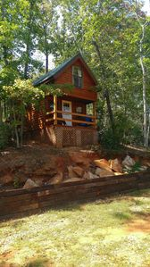 Isolated new 3 br cabin on 7 Acres on the Broad River  9 miles  from TEC    .