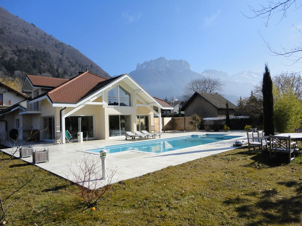 Sweet dream 4 stars at the edge of lake annecy haute for Haute savoie