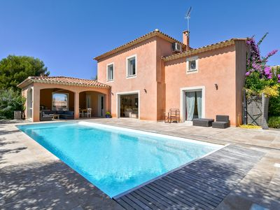 Photo for Charming  house 5* with heated pool 700m from the beach
