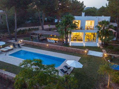 Photo for Stunning Villa close to Blue Marlin Beach - family friendly & group of friends#