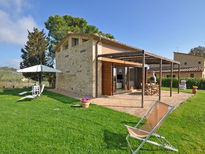 Photo for Wonderful private villa with WIFI, A/C, TV, patio, panoramic view and parking, close to Siena