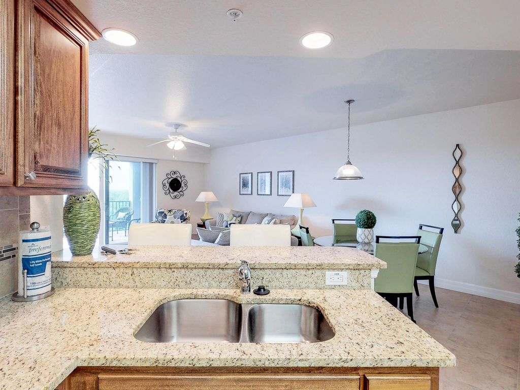 Elegant, newly built condo w/ shared pool and hot tub nature lovers ...