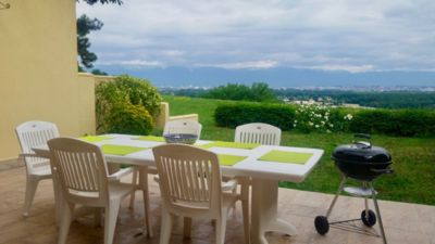 Photo for Spacious Villa 10 mins from Geneva *Discount for 3 to 9 month stays
