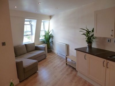 Photo for Lovely top floor 1 bed, 2 minutes walk from Stockwell Tube