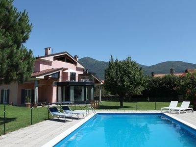 Photo for Spacious apartment in villa with pool and beautiful garden, quiet, central location