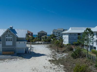 Photo for Updated Gulf-Side unit close to the beach!