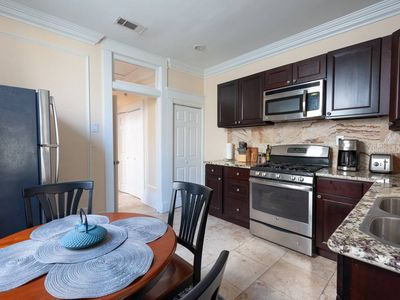 Photo for Luxurious Updated Newly Renovated Uptown 1br Apt