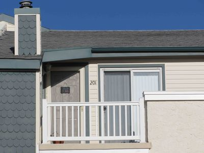 Photo for 2BR/2BA Condo, Walk to restaurants and Seawall
