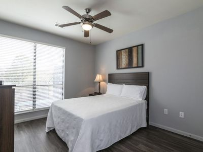 Photo for SoBe Nashville 2 BD 2 BA with Parking by Broadway