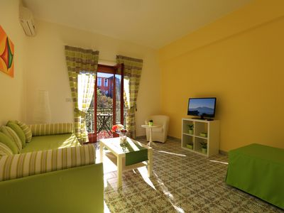 Photo for Sunny Flat Sorrento, central apartment sleeps six with parking space