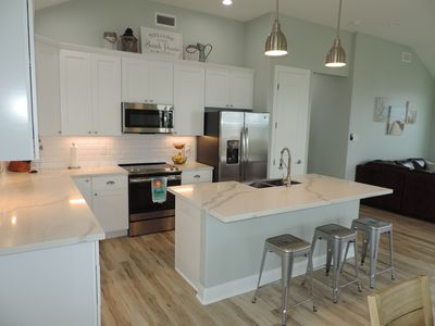 New Construction Surf Beach Retreat - 2 minutes to toes in sand !