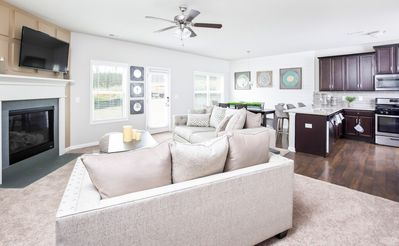 NEW Home 6 miles from ATLANTA Airport & Downtown