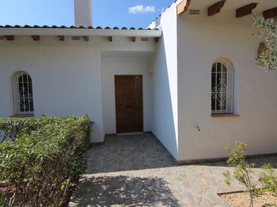 Photo for Villa with private pool and large plot with garden
