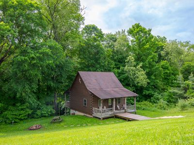 Photo for Cozy 2 BR/1BA pet friendly cabin close to Old Man's Cave
