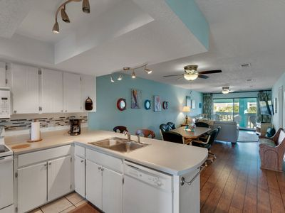 Photo for Located in the Heart of P'cola Bch!  Free WiFi. Swimming Pool. 2 bedrm condo