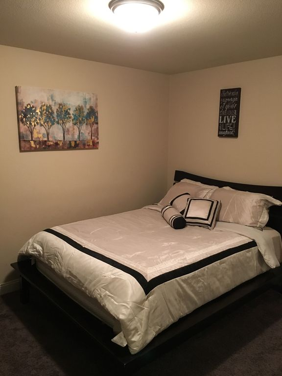 Large home minutes from the strip las vegas for Furniture 4 less las vegas