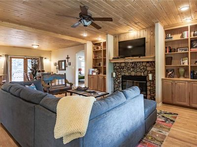 Photo for Little Creek Retreat, 4 Bedrooms, Hot Tub, Pet Friendly, Sleeps 10