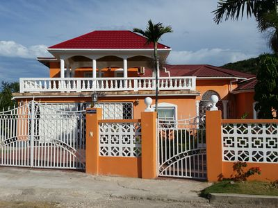 Photo for Family-Friendly House-3 Bedrooms, 3 bath house, close to major hotels, high way,