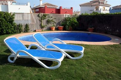 Relax in the sun by the pool, fabulous!