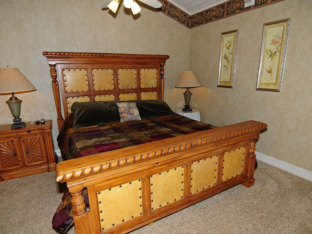 2 Bedroom, Spectacular Mt. LeConte View, Hot Tub, Pool Table, 2 Whirlpools