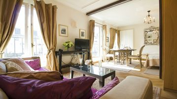 Perfect for Small Family! Gorgeous-Magnificent Eiffel View-AC-Free Wifi-Cafes