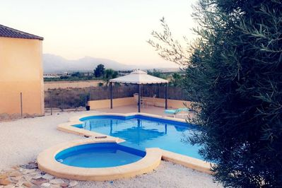 Front garden, pool and jacuzzi with view on the mountains