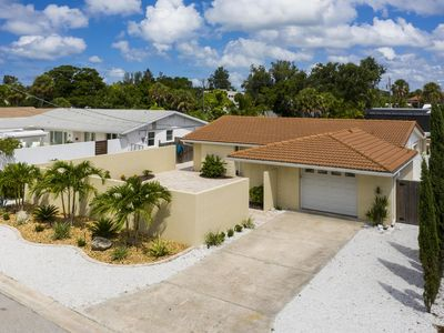 Heated Pool and Spa just steps from Siesta Key Village & Beach,open for bookings