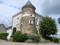 Comfortable Village Apartment Right Along the Loire