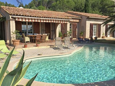 Photo for Detached villa with private pool and wide view, near the village of Lorgues