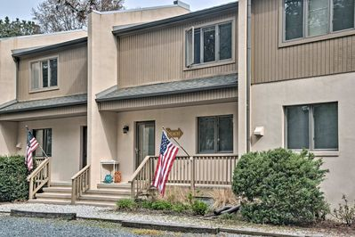 Welcome to your Bethany Beach home-away-from-home that sleeps up to 6!