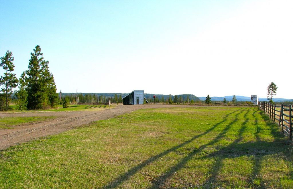 950 sqft COTTAGE on 300 acre Ranch, full kitchen w. DW,  king, 20 min from town, free WiFi