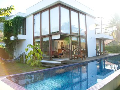 Photo for Located 60m from the sea. Pool w / 20m streak. High ceilings, Sky TV