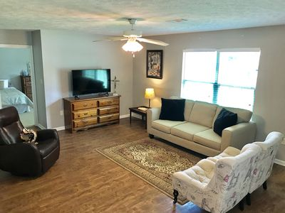 Cozy Quarters Within Walking Distance of Hendrix - w/ King Bed!