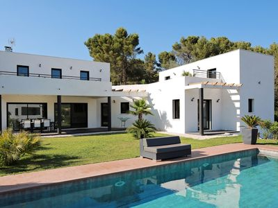Photo for Bandol Villa of contemporary architect 210m² 10pers swimming pool enclosed landscaped garden