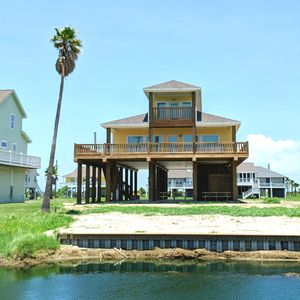Photo For 5br House Vacation Al In Crystal Beach Texas