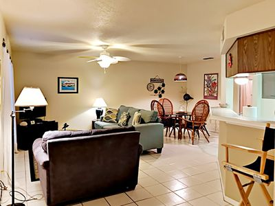 Photo for FB03 Vacation Condo, Large Shared Pool,1 Bedroom, 1 bath, Sleeps 3