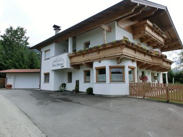 New apartment in dreamlike location at the foot of the 'Hohe Salve', skiing area