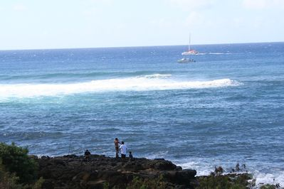 Watch fisherman and boaters from the lanai. (Photo taken from AL5 Oct.2012).