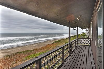 Experience a once in a lifetime stay at this Depoe Bay vacation rental house!