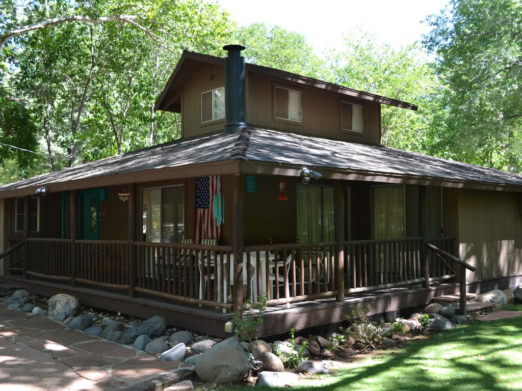 Sedona cabin near oak creek and uptown sedo vrbo for Az cabin rentals with hot tub