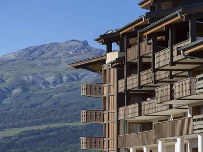 Photo for Cozy and 180 view at the foot of the slopes with skiers return Valmorel